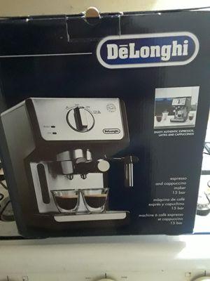 DeLonghi Coffee/Espresso Maker for Sale in Cleveland, OH