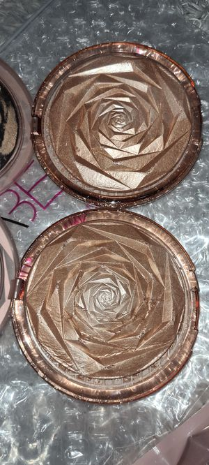 New Huda Beauty highlighter N.Y.M.P.H for Sale in Colton, CA