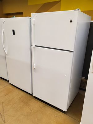 GE Top Freezer Refrigerator for Sale in City of Industry, CA