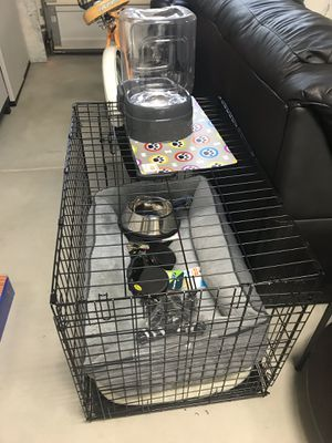 dog crate, bed, bowls, etc for Sale in Riverside, CA