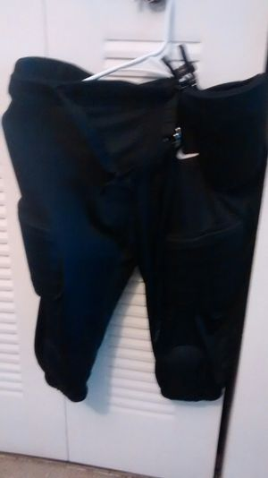 Nike youth Football pant size 2XL for Sale in Miami Gardens, FL