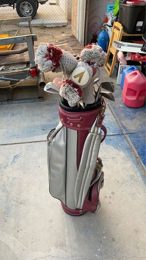 Selling an incomplete set of gulf clubs. Clubs are cougar brand and the bag is Bennington for Sale in Adelanto, CA