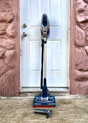 Shark Duo Clean Vacuum Cleaner w/ attachment for Sale in El Cajon, CA