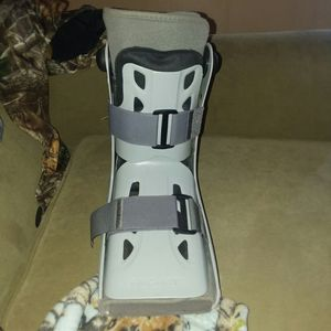 Aircast Walking Boot for Sale in Hersey, MI