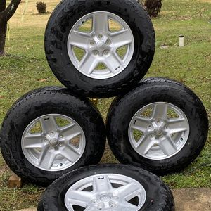 2021 JEEP WANGLER OEM WHEELS ....245/75R17 for Sale in Silver Spring, MD