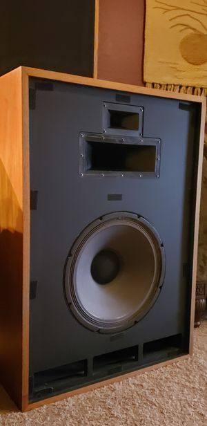 Vintage Klipsch Cornwall II Speakers / EXCELLENT CONDITION for Sale in Maricopa, AZ