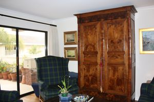 Sofa, 2 wing chairs and 2 ottomans for Sale in La Quinta, CA