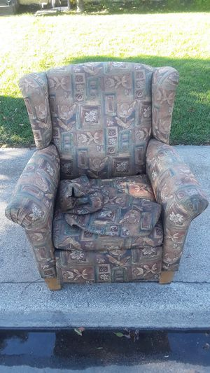Reclining chair free for Sale in Pittsburg, CA