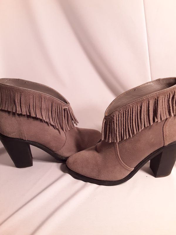 Like new Joie suede fringe boots