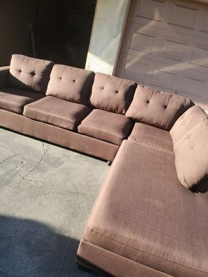 Brown sectional couch for Sale in Rancho Cucamonga, CA