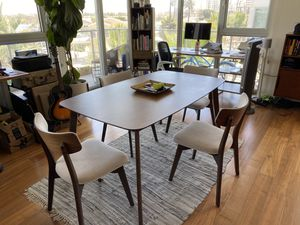 Dinning room table for Sale in Huntington Beach, CA