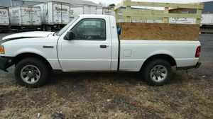 Vendo bonita. Ford ranger titulo salvis bonita truk for Sale in Woodbridge, VA