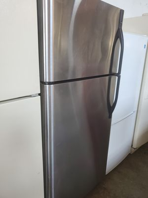 Refrigerator 30inch perfect condition for Sale in Hialeah, FL