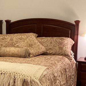 Cherry Bedroom Set Queen for Sale in West Linn, OR