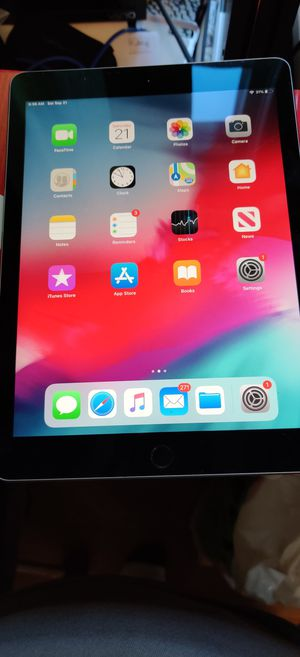 IPad pro 9.7 wifi+lte 32 gig for Sale in New Haven, CT