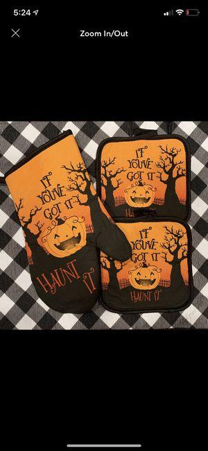 Halloween pot holder and oven mitt set for Sale in Covington, LA