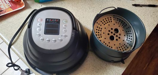 Instant Pot Air Fryer lid 6 qt. for Sale in San Angelo,  TX