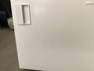White Mini Fridge for Sale in San Diego,  CA