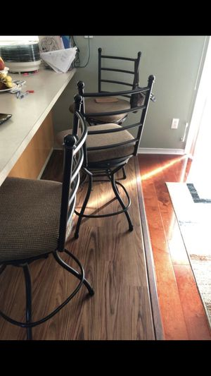 Breakfast nook/dining table with 4 chairs and 3 matching bar stools for Sale in Vancouver, WA