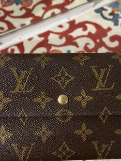 Authentic Louis Vuitton Wallet - Great Condition! Accept Offers for Sale in Miami,  FL