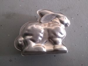 3d cake pan for $5. Rabbit/ bunny for Sale in Salida, CA