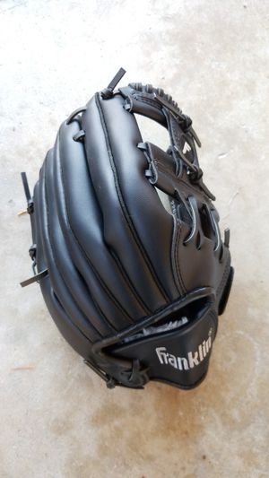 Field master kid baseball glove for Sale in Edmonds, WA