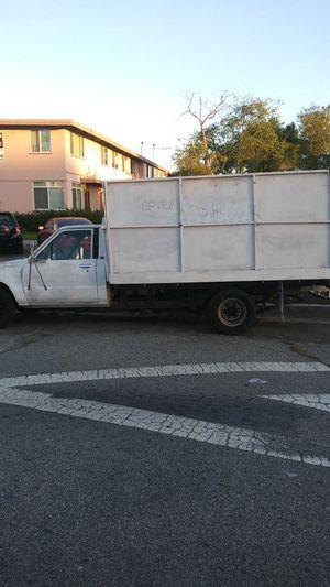 Toyota flat bed 86 muy buena para el travajo fuerte y lista para la carga for Sale in Culver City, CA