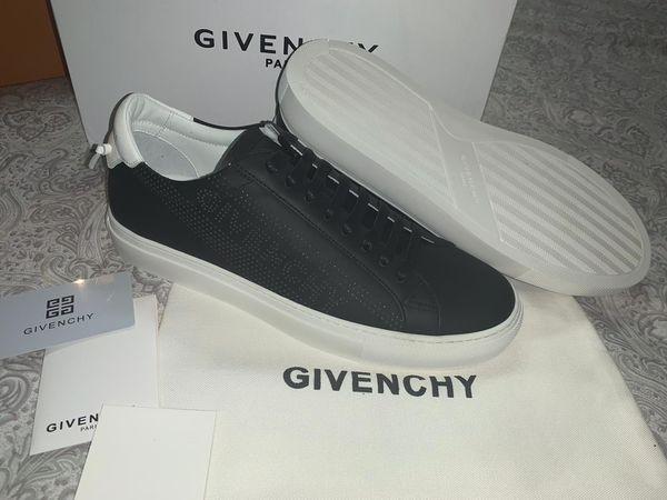 G black sneakers