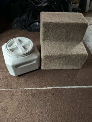 Gamma 2 Vittles Vault 15lbs. & Pet Stairs for Sale in Riverside, CA