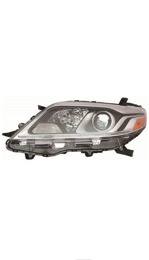 2016 Toyota Sienna driver side headlight for Sale in Upper Marlboro, MD