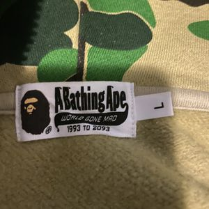 BAPE Hoodie Large for Sale in New Haven, CT