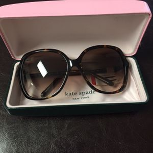 Kate Spade Sunglasses for Sale in Hallandale Beach, FL