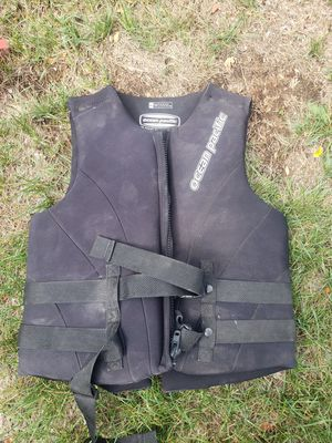 Men's ocean pacific life vest for Sale in Aurora, CO