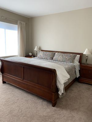 King Bedroom Set for Sale in Issaquah, WA
