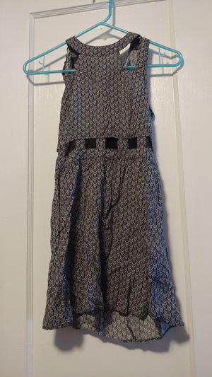 H&M Dress size 4 cutout geo chevron black & white for Sale in Vallejo, CA