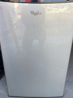 Whirlpool Mini-fridge, Like-new Condition. for Sale in Chicago,  IL