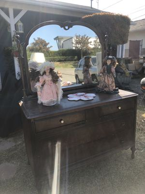 Antique dresser - one bottom leg is in need of a small repair for Sale in Buena Park, CA