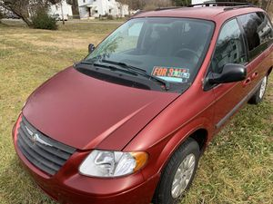 2006 Chrysler town and country mini van for Sale in Charles Town, WV
