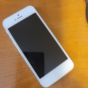 Iphone 5 32gb (Att)Unlocked for Sale in Milford, MA