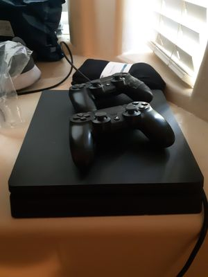PS4 with 2 controllers for Sale in Guadalupe, AZ