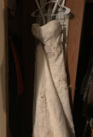 Wedding. Dress New. With train an it's off white for Sale in Sterling, KS