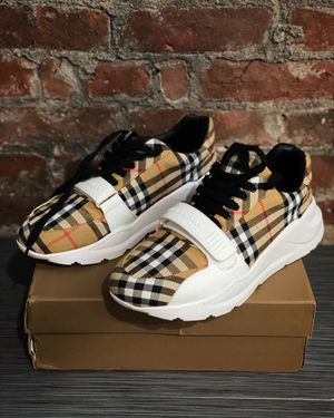 Burberry 💯 authentic vintage check sneakers sz 9 for Sale in New York, NY