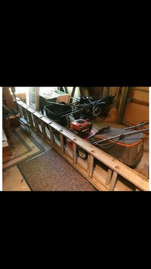 32 ft ladder aluminum for Sale in Lowell, MA