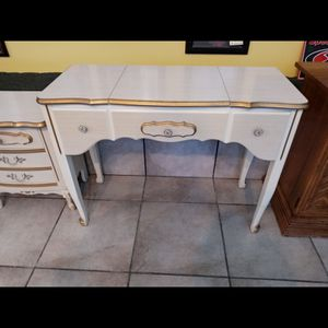 "French provincial Vanity/Desk. 39""x17""x30"" Tall....No Ikea Junk!🤗 for Sale in Joliet, IL"