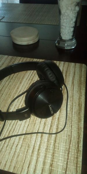 Sony noise reduction headphones for Sale in Vista, CA