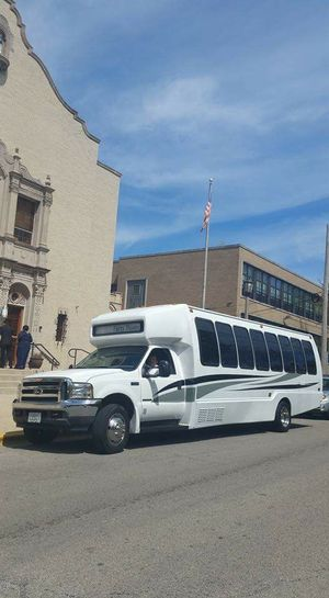2001 Ford F550 DIESEL Limo Party Bus ... Ready for business for Sale in Chicago, IL