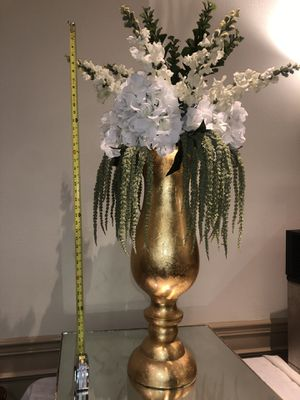 Oversized vase with flowers for Sale in Orange, CA