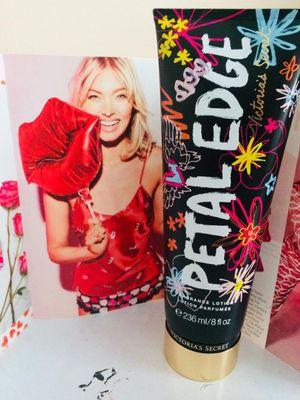 Perfume victoria secret 2x18$ for Sale in Van Buren Bay, NY