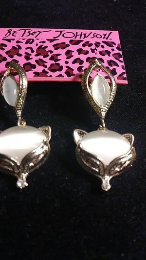 B Johnson gold Fox earrings for Sale in Fresno, CA