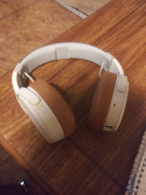 Skullcandy crusher wireless bt over-ear headphones with mic for Sale in Dearborn Heights, MI